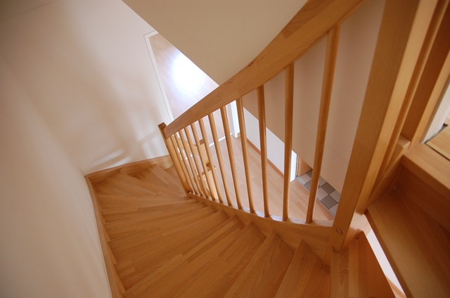 4 Reasons to Choose a Hardwood Staircase